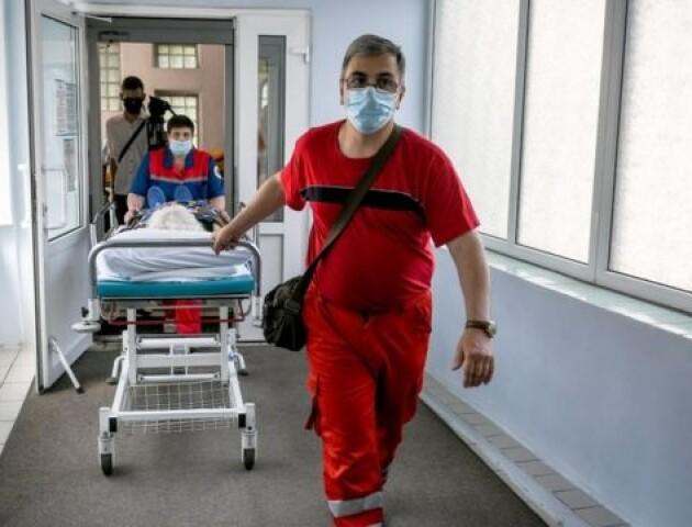 Пік коронавірусу в Україні уже минув, – лікар