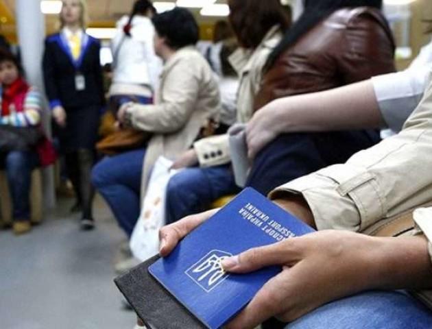 Їдуть у закордонне «відрядження»: як українці нелегально працюють у Польщі