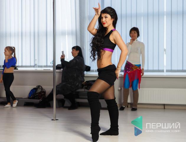 Відомі тренери зі східних танців влаштували майстер-клас у Луцьку. ФОТО