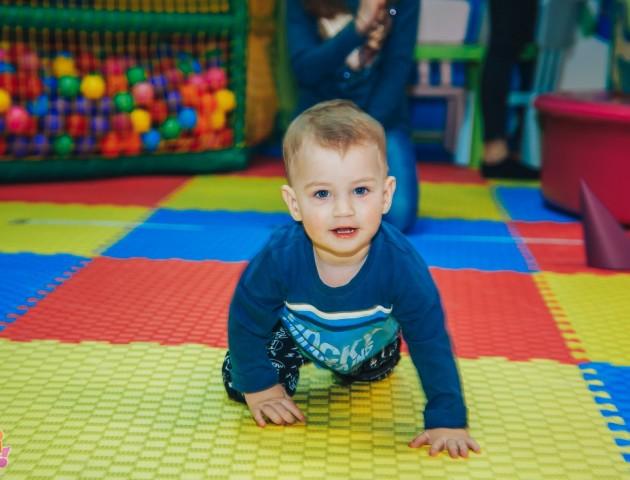 У Луцьку в дитячому розважальному центрі відбувся забіг малюків