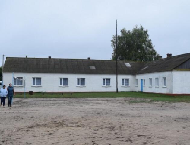 У волинському селі Стобихівка, де учнів не пускали на навчання, почнуть будувати нову школу