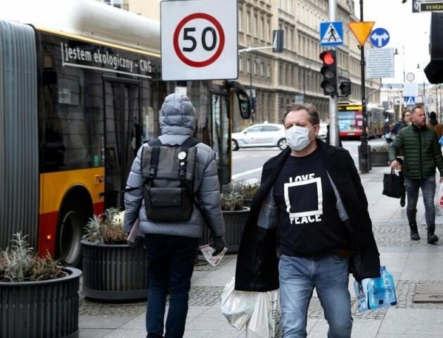 Польща послаблює карантин, але ресторани мусять залишатись закритими