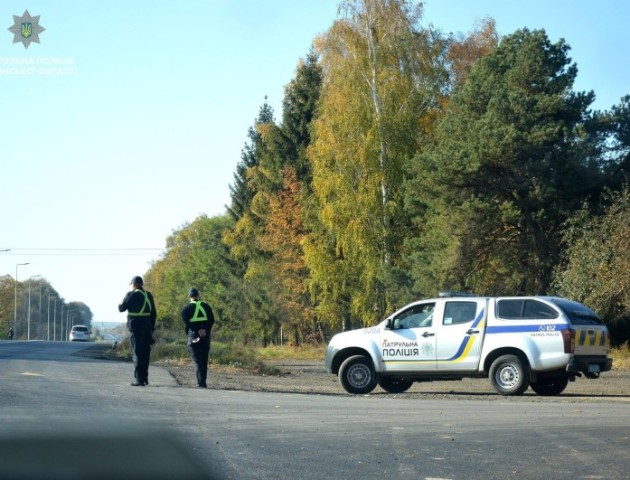 Волинські патрульні «заміряли швидкість» біля українсько-польського кордону. ВІДЕО
