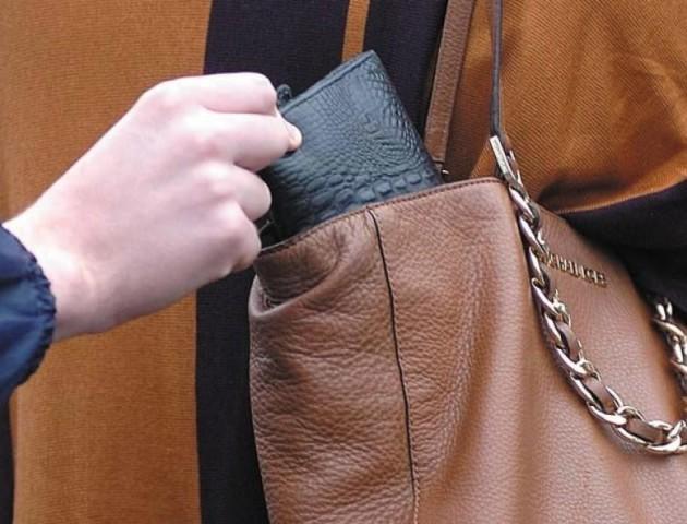 На Волині невідомі вкрали у жінки гаманець