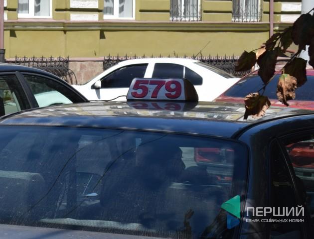 Луцькі служби таксі пояснили, чому їхні авто не приїздять на виклики