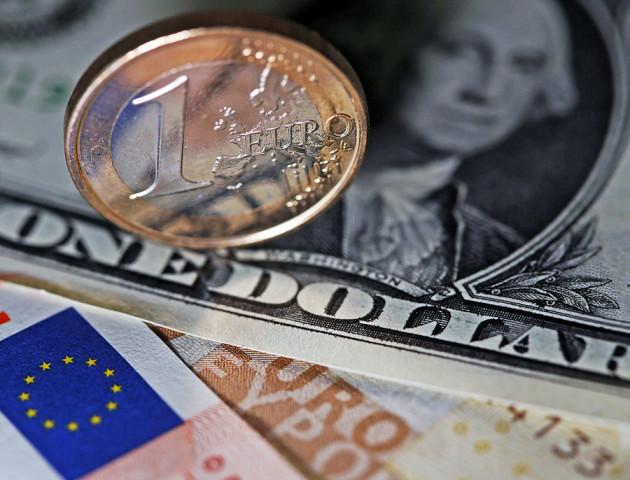 Курс валют на 25 вересня: долар і євро повзуть вгору