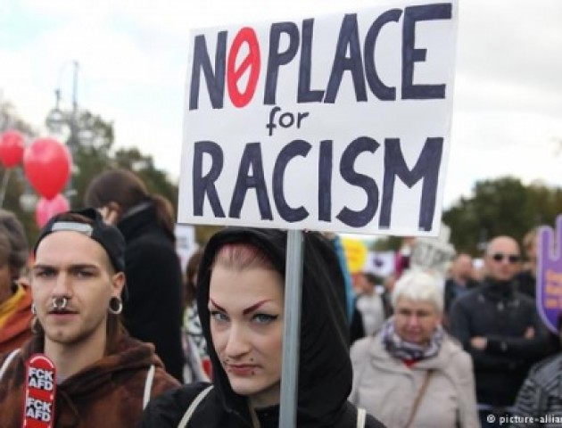 Тисячі людей вийшли на марш у Берліні проти ультраправих політиків