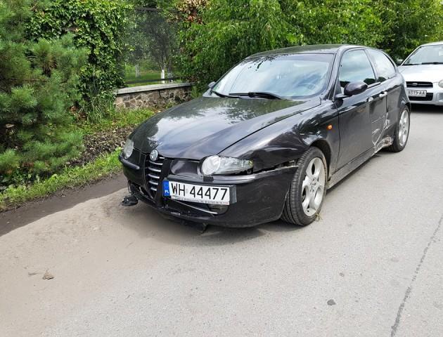 У Луцьку авто на єврономерах знесло дорожній знак та ледь не протаранило паркан