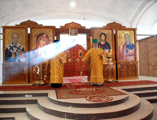 У луцькому соборі Всіх Святих Землі Волинської відновили служби. ФОТО