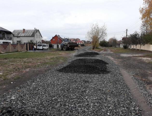 Жителі села біля Луцька власними силами відремонтували дорогу