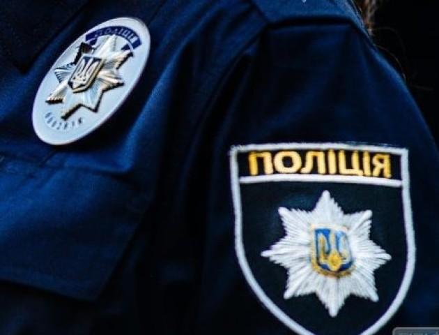 П'яний волинянин затиснув руки поліцейському склом у дверях, щоб не показувати свої документи