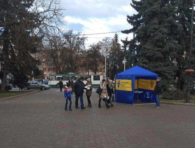 Намети і газети: кандидати у президенти передчасно рекламуються на Волині. ФОТО