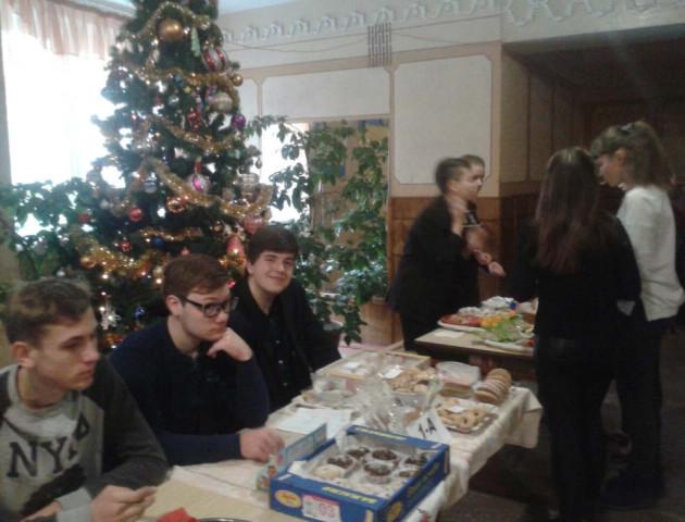 Луцькі школярі провели ярмарок, щоб допомогти бійцям АТО