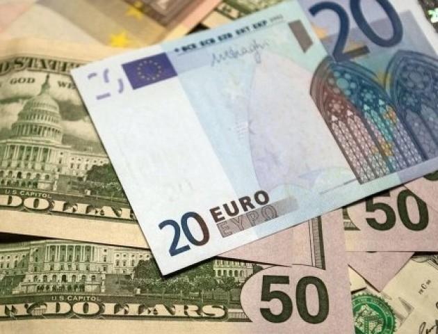 Курс валют на 8 червня: євро надалі стрімко дорожчає