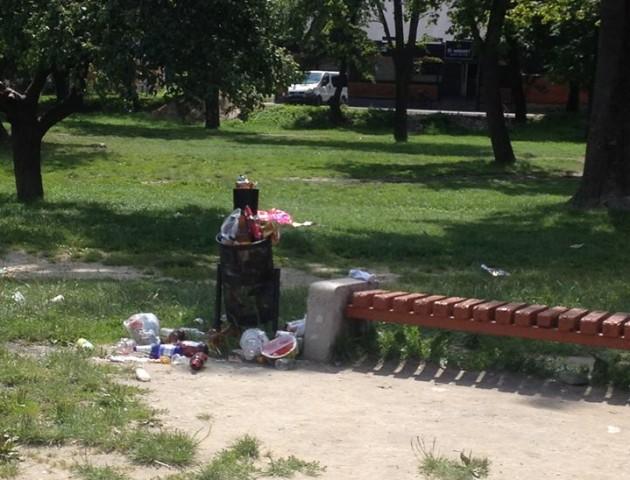Теремнівські ставки у Луцьку завалили сміттям. ФОТО