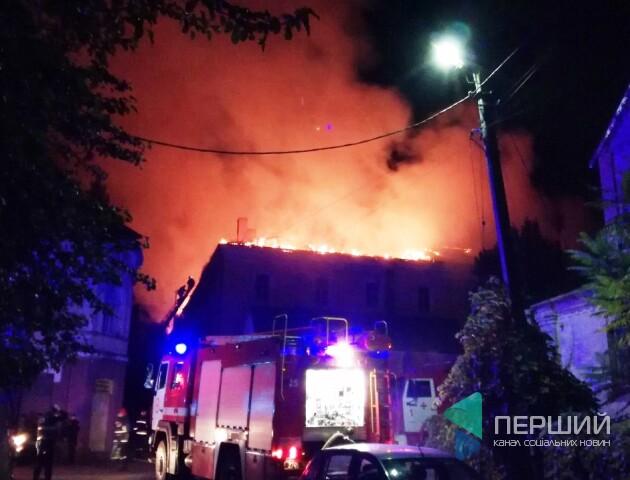У центрі Луцька – велика пожежа у військовому госпіталі. Хворих евакуювали. ОНОВЛЕНО