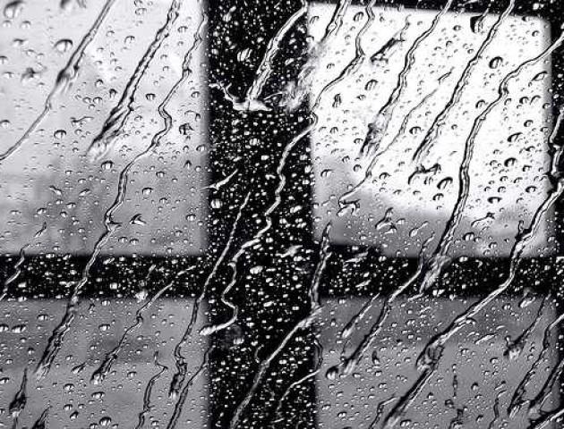 Українців попереджають про сильний вітер і дощі
