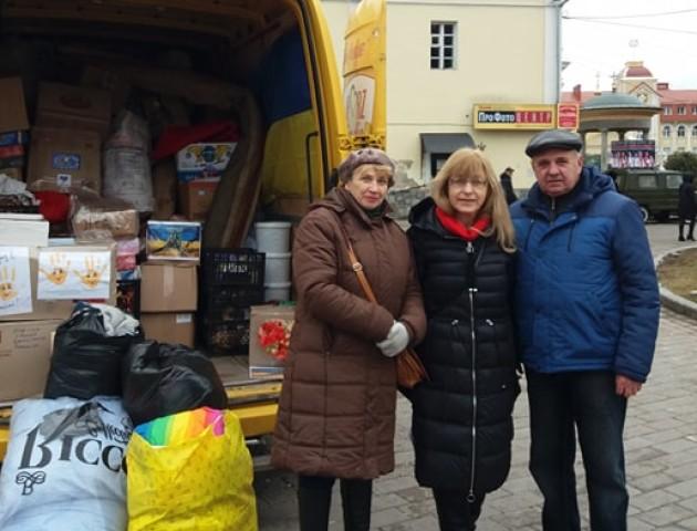 Вареники, теплий одяг і матраци: волиняни передали допомогу на Схід. ФОТО