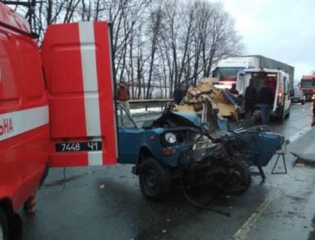 Жахлива аварія: маршрутка буквально розчавила легковик