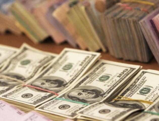 Курс валют на 19 жовтня: долар і євро знову дорожчають