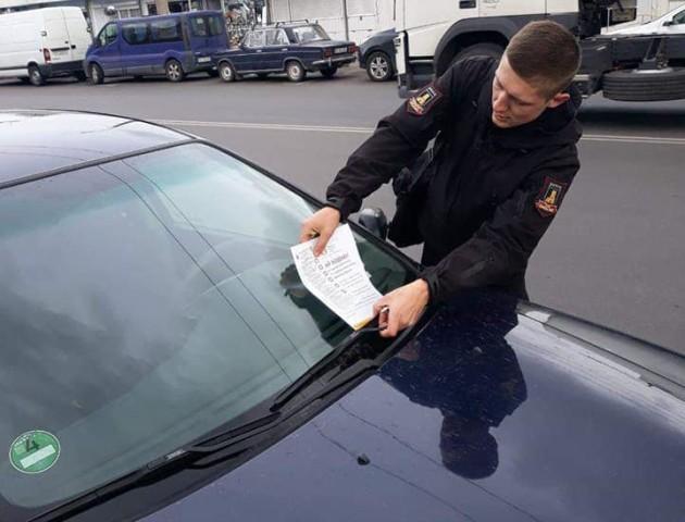 У Луцьку «вичислювали» водіїв, які не вміють паркуватися. ФОТО