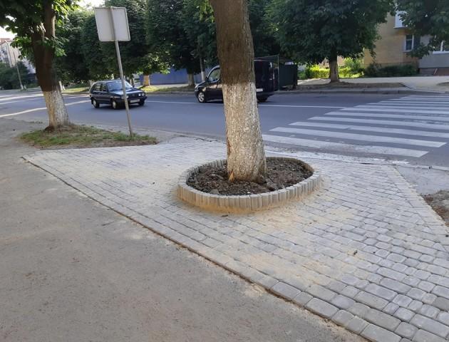 Вулицю у Луцьку зробили комфортнішою для мам з візками. ФОТО