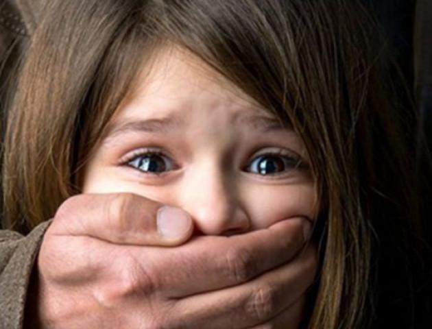 Психічно хворий лучанин посеред дня чіплявся до 9-річної дівчинки