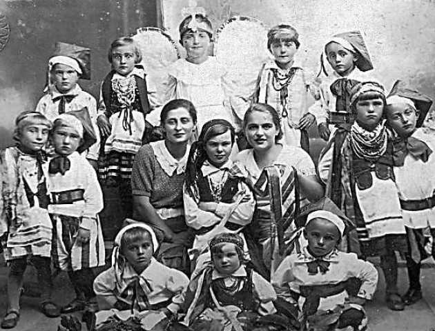 Сільська школа на Волині майже 100 років тому. РЕТРОФОТО