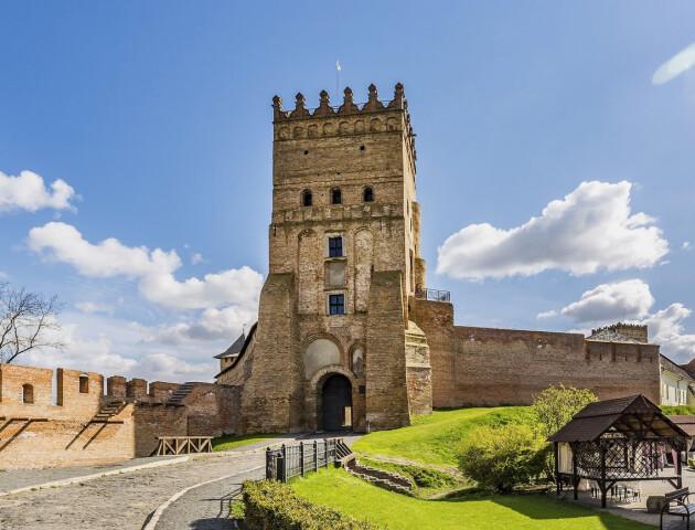 Влада обіцяє масштабно реставрувати пам'ятки. У переліку є Луцький замок