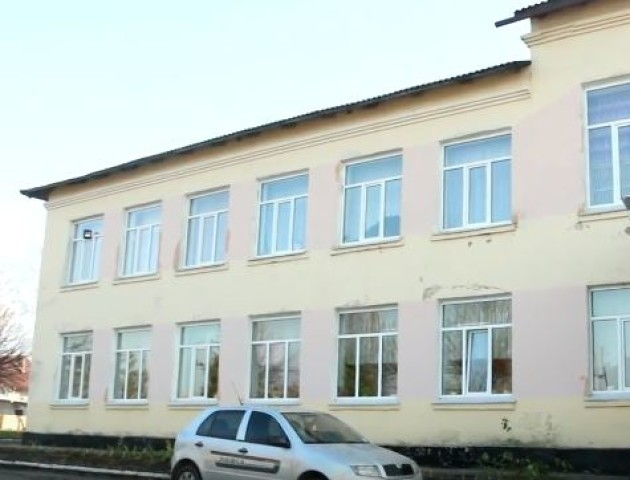 Кримінал, малі зарплати і замало працівників: скандальний «Волиньекобуд» взявся за ремонт школи