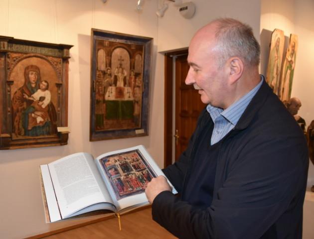 У Луцьку презентували монографію про унікальну ікону. ФОТО
