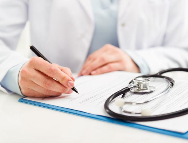 «Це чергова спокуса диявола» – священик про «заборону» підписувати декларації з лікарями