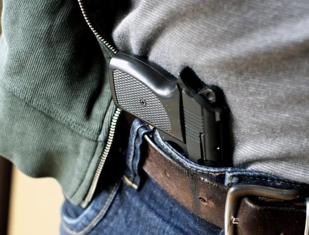 У Луцьку чоловік прийшов на дільницю з пістолетом