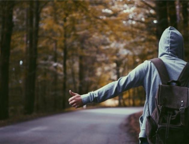 Підліток втік з дому і проїхав пів України, щоб освідчитися коханій
