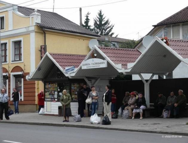 У Луцьку впорядкують роботу кіосків на зупинках