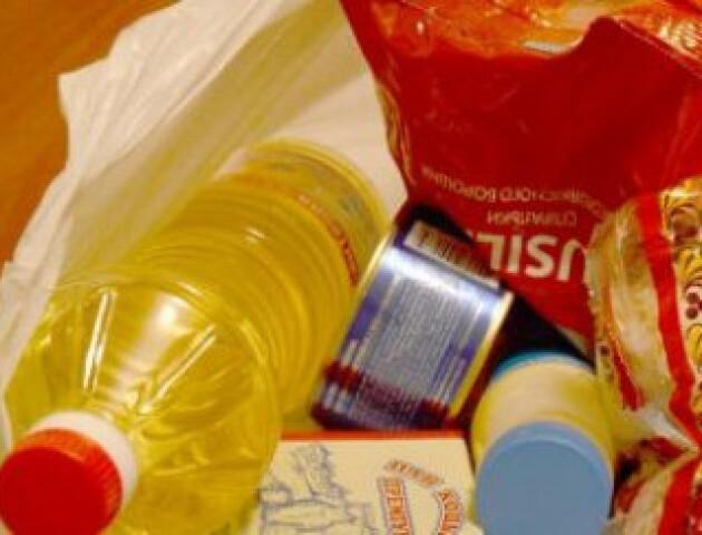 У Боратинській ОТГ влаштували благодійну акцію. Літні люди отримали продуктові набори