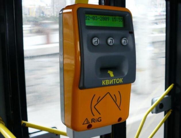 Скільки лучан користуються в транспорті електронними квитками