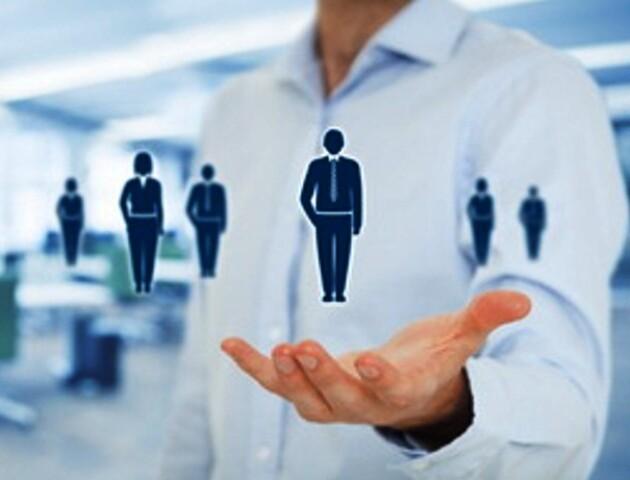 У Службі зайнятості директори самі консультували людей, працюючи реєстраторами