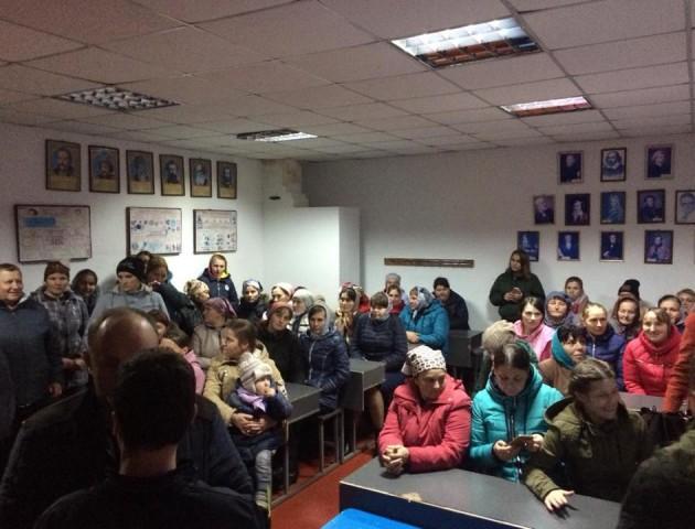 Шкільний скандал у Стобихівці: батьки учнів погрожують перекрити трасу
