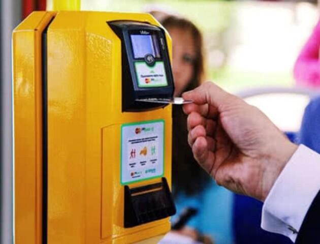 У Луцьку впродовж лютого хочуть встановити на зупинках термінали для е-квитків