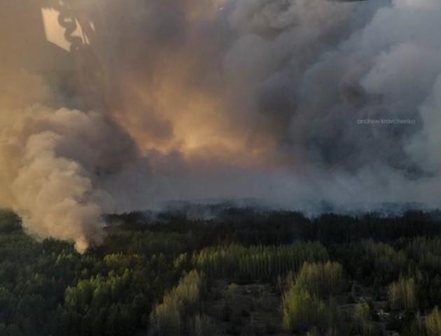 Пожежа в Чорнобильській зоні: вітер несе дим на Київ