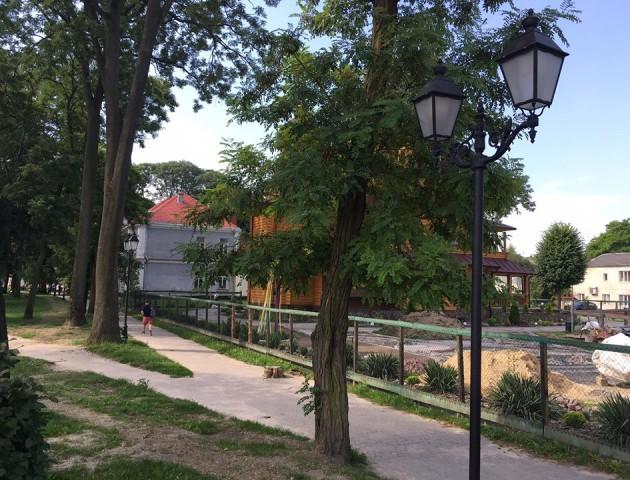 У місті на Волині з'явилися нові ліхтарі у стилі бароко