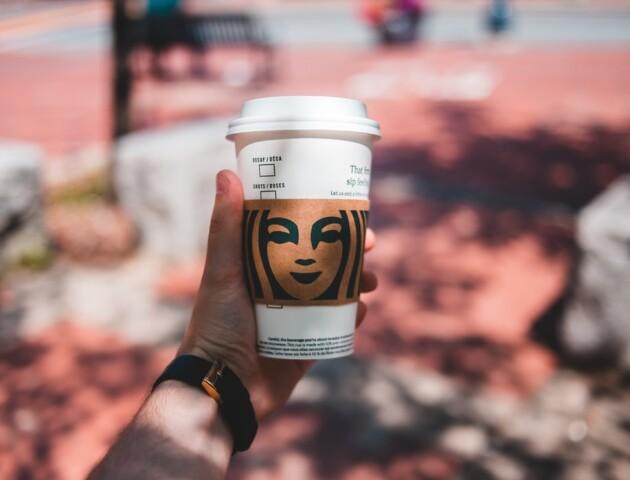 Нове: McDonald's та Starbucks розробили багаторазові стаканчики з чіпами і QR-кодами для відстеження