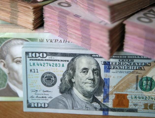 Курс валют на 22 лютого: гривня зросла у ціні відносно долара та євро