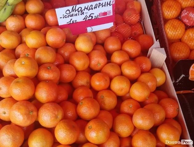 Скільки коштують перші мандарини на луцьких прилавках. ФОТО