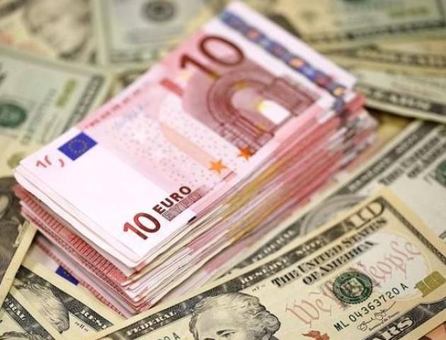 Курс валют на 17 серпня: долар і євро стрімко повзуть вгору