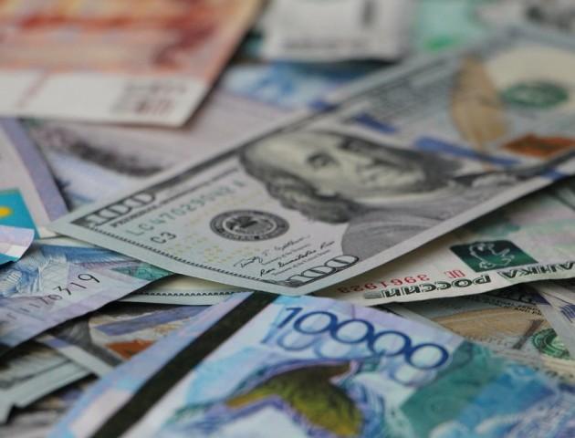 Курс валют на 7 грудня: долар та євро стрімко дешевшають