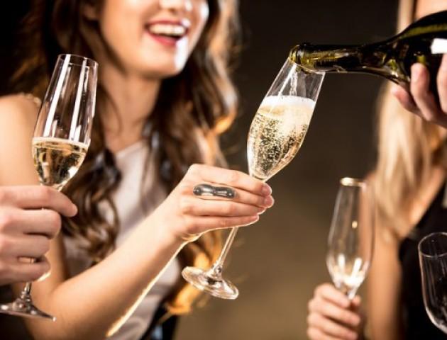 Щоб схуднути, необхідно щодня пити шампанське, – дієтологи