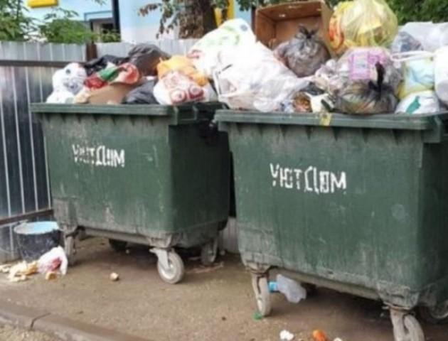 У Дніпрі люди вкрали сміттєві контейнери, щоб квасити у них капусту