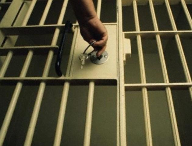 Прокуратура Волині наполягає на утриманні під вартою адвоката-хабарника